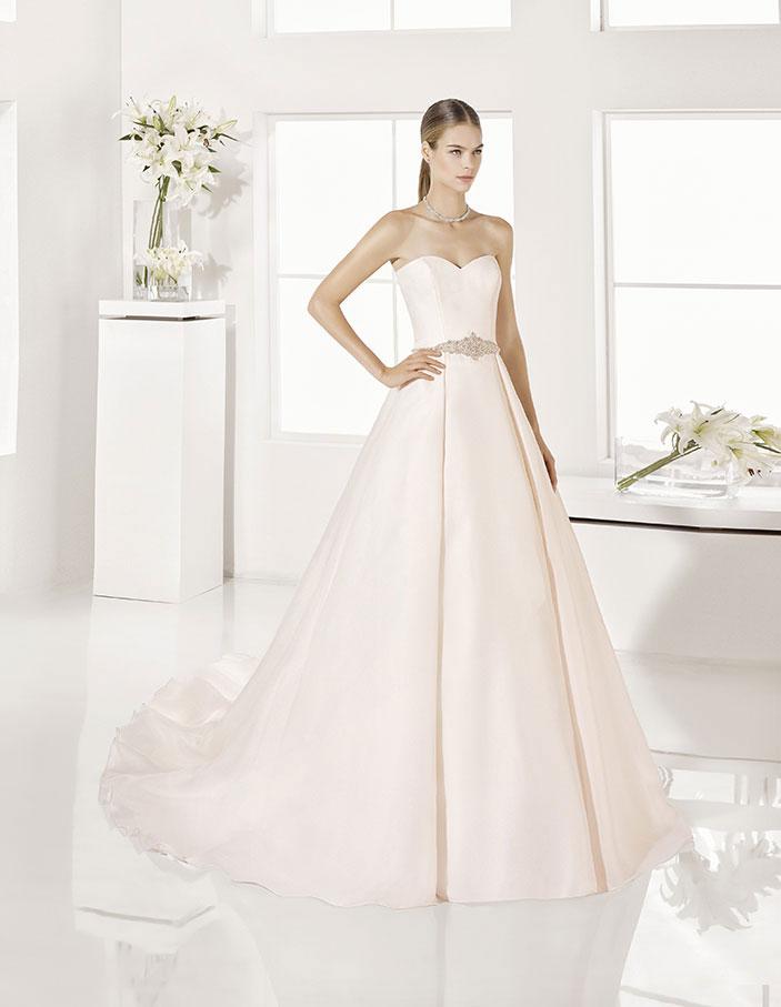 Trajes-de-novia-color-rosa-o-nude-Dress-Bori-Almanovia-Garla