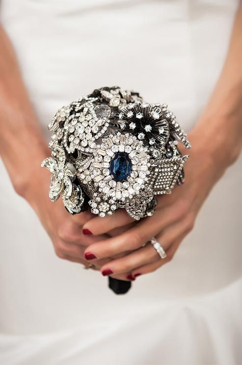 ramo de novia con broches-6