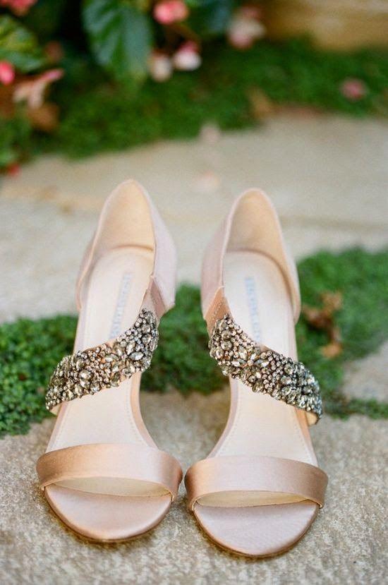 zapatos de novia beige con pedreria