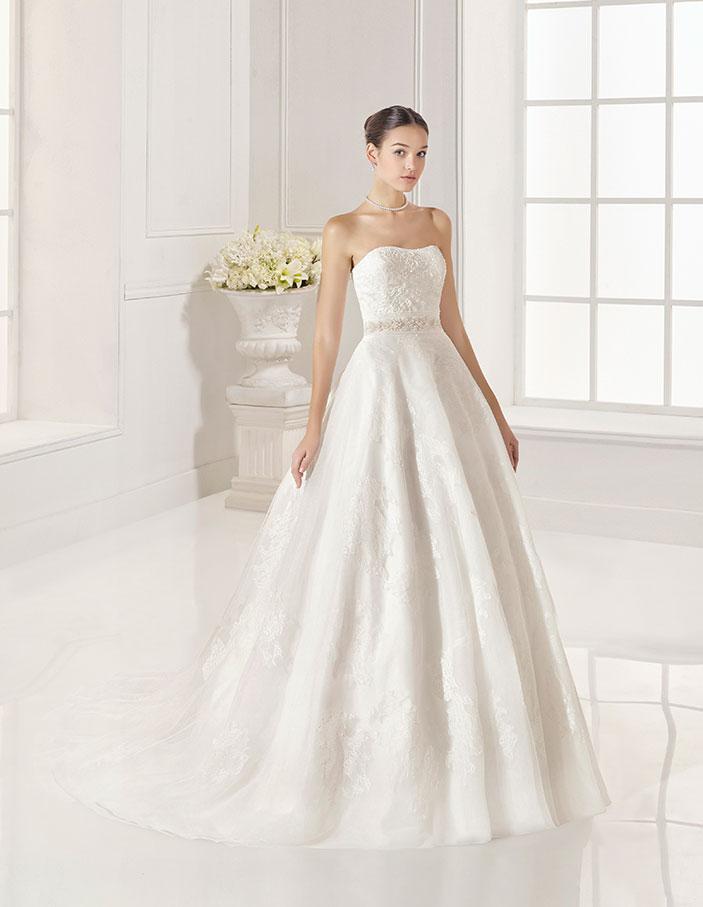 Trajes-de-novia-palabra-de-honor--Dress-Bori-modelo-ZAMUR