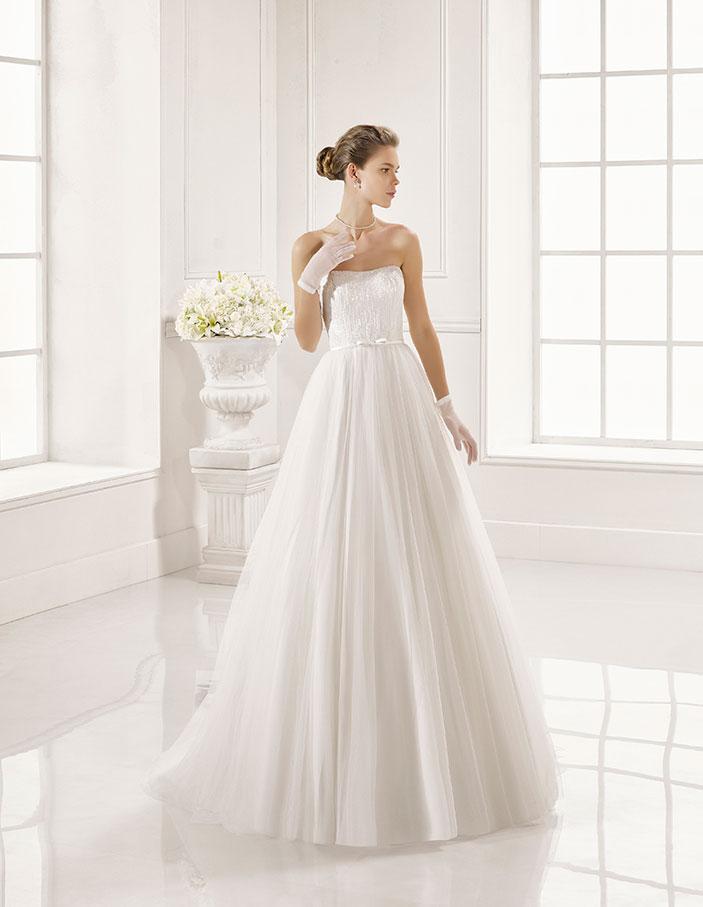 Trajes-de-novia-palabra-de-honor--Dress-Bori-modelo-ZEA