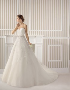 Vestidos de novia Almanovia.Línea Princesa-Dress Bori-mod Espiral
