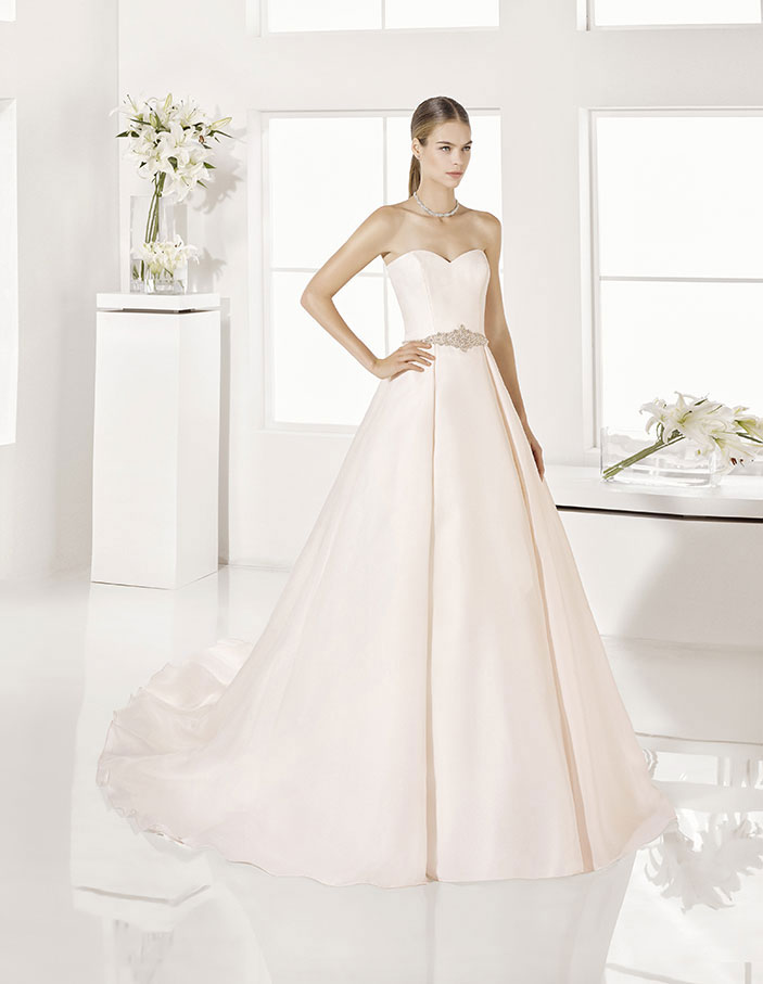 Trajes-de-novia-color-rosa-o-nude-Dress-Bori-Almanovia-Garla