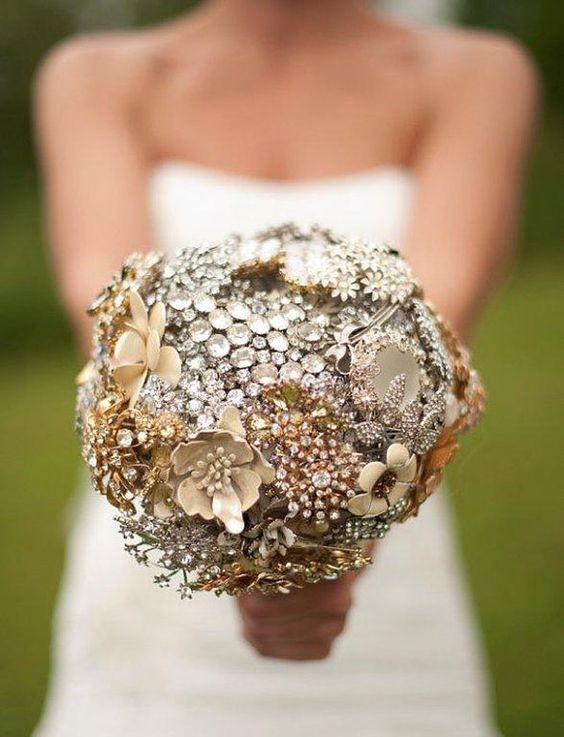 ramo de novia con broches antiguos-2