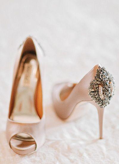 Zapatos de novia color rosa satinados con pedreria